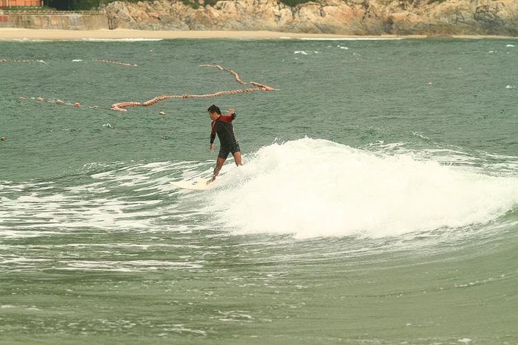 东冲2010秋季的第一波浪 - 良少 冲浪 滑板 摄影 - slimming