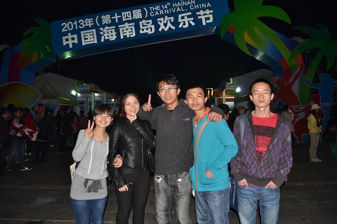 三亚/恰逢海南岛欢乐节在大东海广场举行美食节,那是此行的下一个...