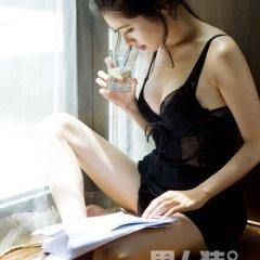 韩国夏娃:挑战男人装,蜜熟秋瓷炫性感苹果的诱惑