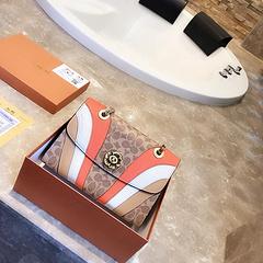 B1实拍上新 COACH蔻驰花锁包大容量 采用优质皮料时尚达人必备品 亮眼醒目独特设计 logo五金独家定制 潮流单品 时尚百搭 尺寸:28cm(礼盒包装)