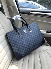 B1/Louis Vuitton 路易威登  顶级货 EXPLORER 完美的公文包,顶级质量,此款Messenger PM Explorer美丽的皮革细节搭配全新Monogram Eclipse。柔