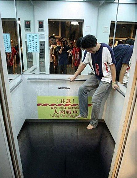 电梯里放这样一张地毯你敢进去吗? - ☆星语心愿☆ - ☆星空下的天使☆