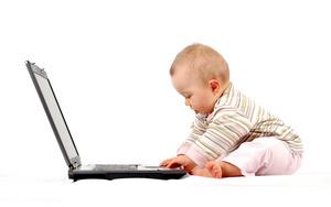 看电脑的小孩