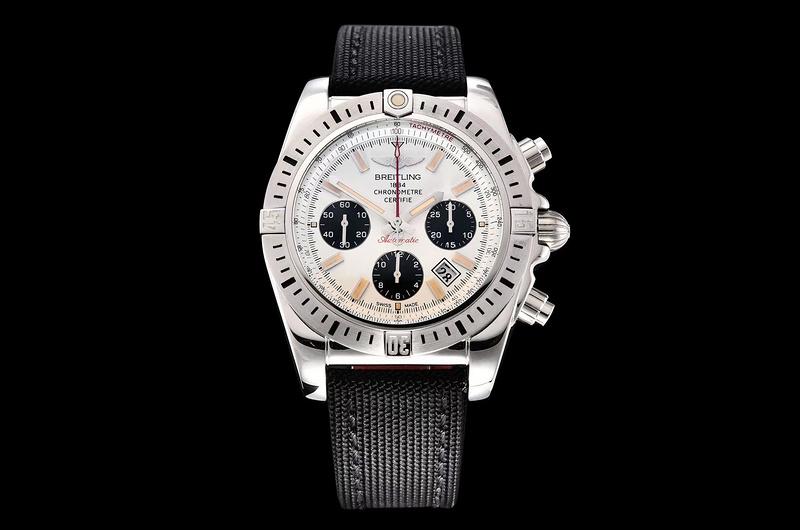 GF厂百年灵机械计时王牌飞行员「熊猫眼」AB01442J_复刻表测评