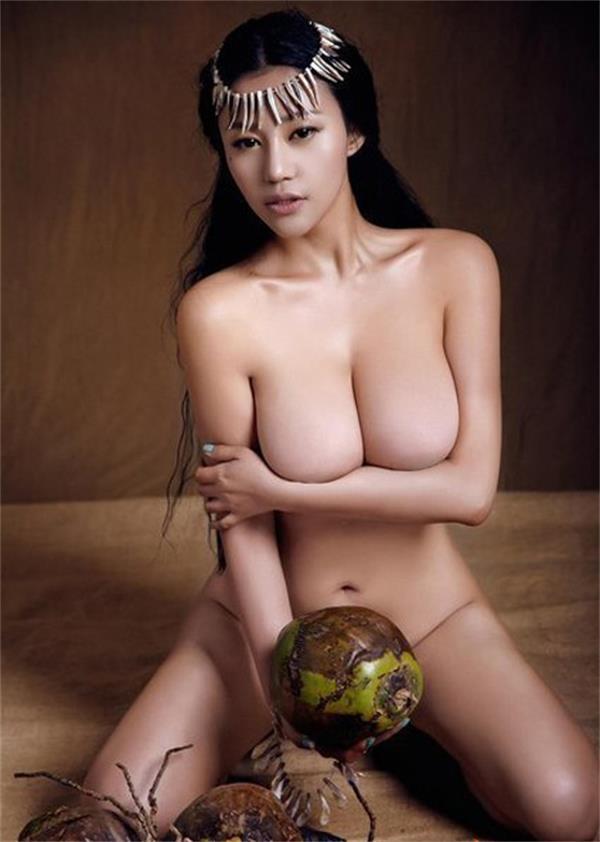 g奶乳神苏梓玲肉欲演绎《疯狂原始人》树叶蔽私处限制级全裸写真