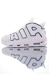 """男女鞋,全新磨具,修正气垫版本!人气奥运配色,亚博集团Nike Air More Uptempo GS 皮蓬经典高街百搭篮球鞋系列""""白奥运蓝金""""921948-109"""