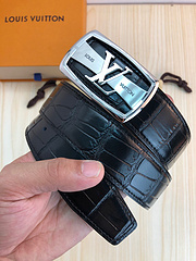 Lv:原单头层牛皮鳄鱼纹面   银扣