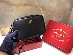 普拉达 原单新款十字纹牛皮斜挎小包1BH036   黑色