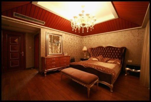 欧式古典浪漫的气息.   房子   ????卧室延续华丽风格,精致