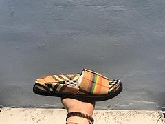 当前市售最高版本 Burberry/巴宝莉拖鞋  2018早春火爆彩虹系列板鞋 官方一度火爆 复刻独家出货 SIZE 35 36 37 38 39 40 41 42 43 44