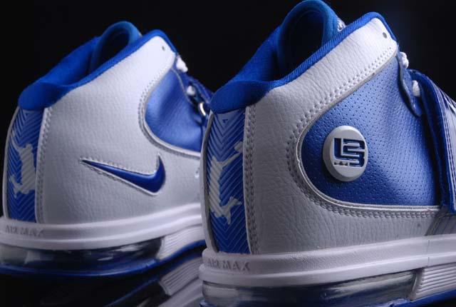 LEBRON 詹姆斯系列 士兵4代白蓝 篮球鞋