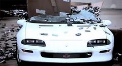 当1500磅的手机砸向雪佛兰 Camaro