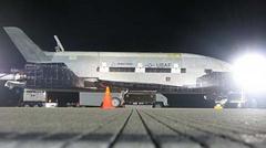 美国无人太空飞船完成首航