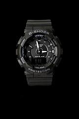 卡西欧GMA-130,石英机芯,风格时尚,耐冲击构造 .防水200米 黑色