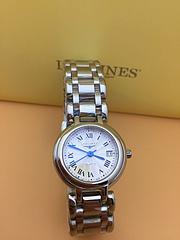 浪琴心月系列精致女士腕表,采用瑞士石英机芯, 316精钢表壳表链 ,蝴蝶按扣 尺寸:26.5m 厚9mm 银色