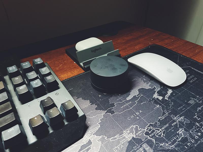 米家显示器挂灯2.4GHz无限遥控器的手感很赞,操控也是极为方便