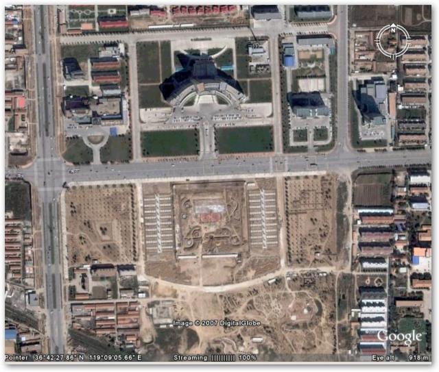 潍坊市政府和政府前的人民广场一带