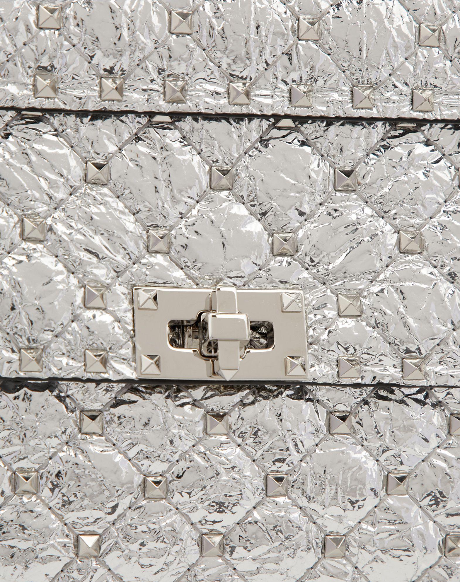 波光粼粼是镜面反射_新包 | Valentino 上架4款 Rockstud Spike.It 手袋:蝴蝶刺绣、金属质感 ...