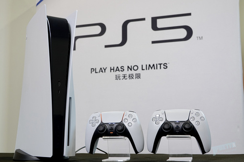 "PS5首发体验:从新手柄DualSense开始 爽爆""枪车球"""