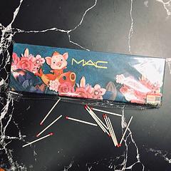MAC新春口红12支口红控必入限量版黑色系礼盒一次集齐12个色号哦最值得买的12支MAC每盒都带有mac独家防伪码真人上嘴试色合集每支口红都超美但凡只要提到口红